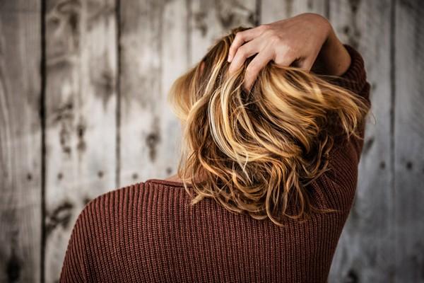 mouvement dans les cheveux