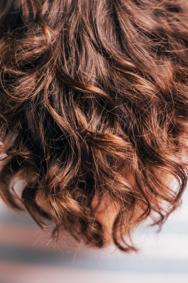 cheveux bouclés