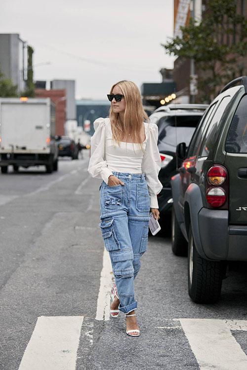femme avec pantalon cargo