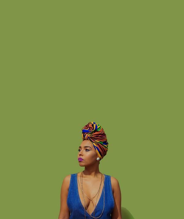 foulard attaché à l'africaine