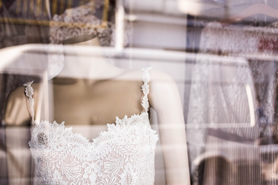 robe de mariée sur un mannequin