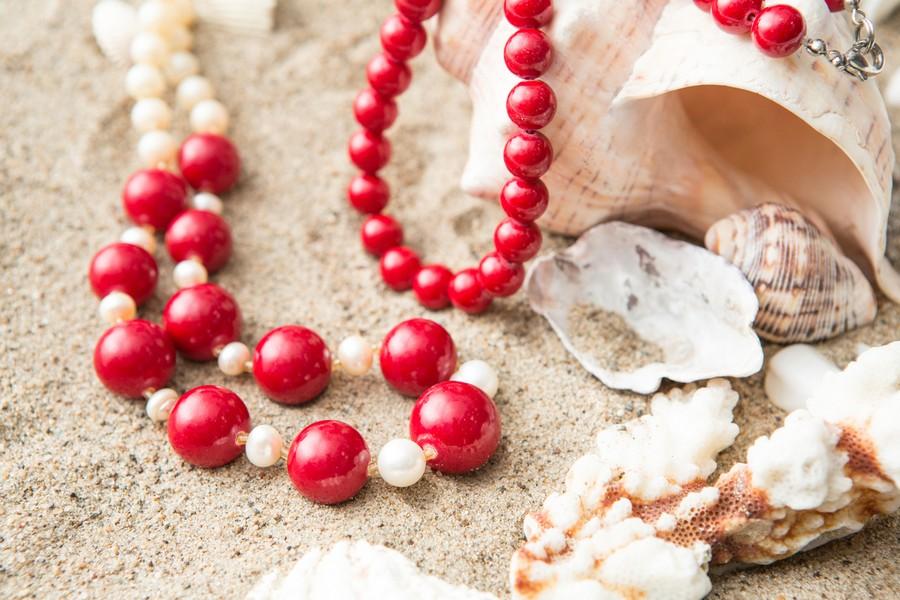 Bijoux à perles avec des coquillages